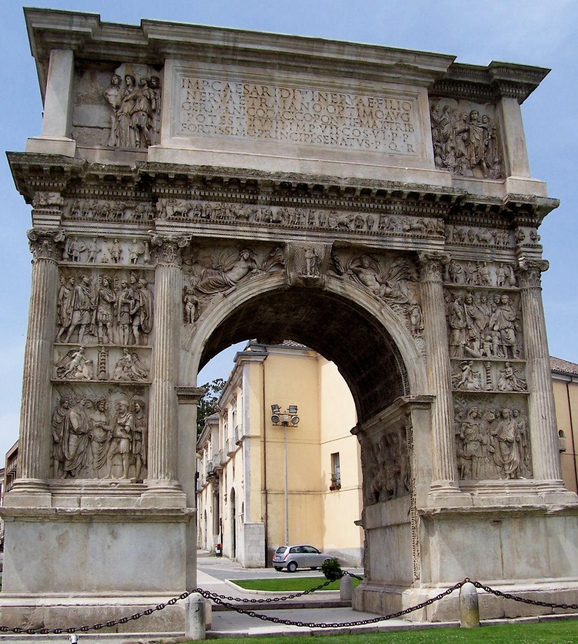Benevento-Arch_of_Trajan_from_North