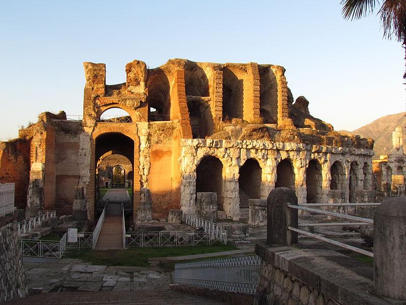 Capua Anfiteatro_dell'antica_Capua.JPG